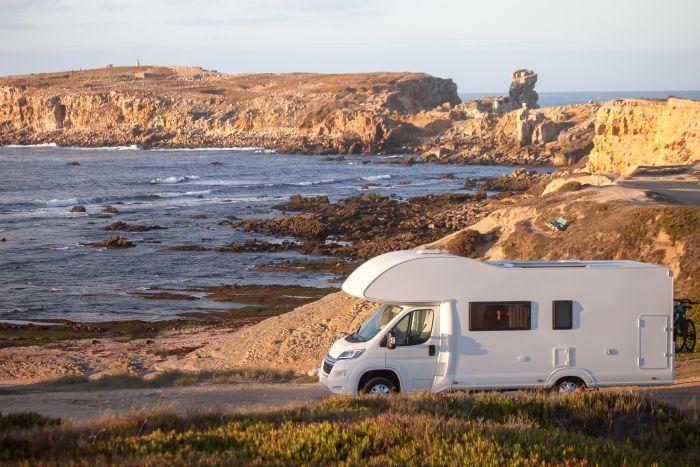 Czy warto wyjechać kamperem na wakacje?